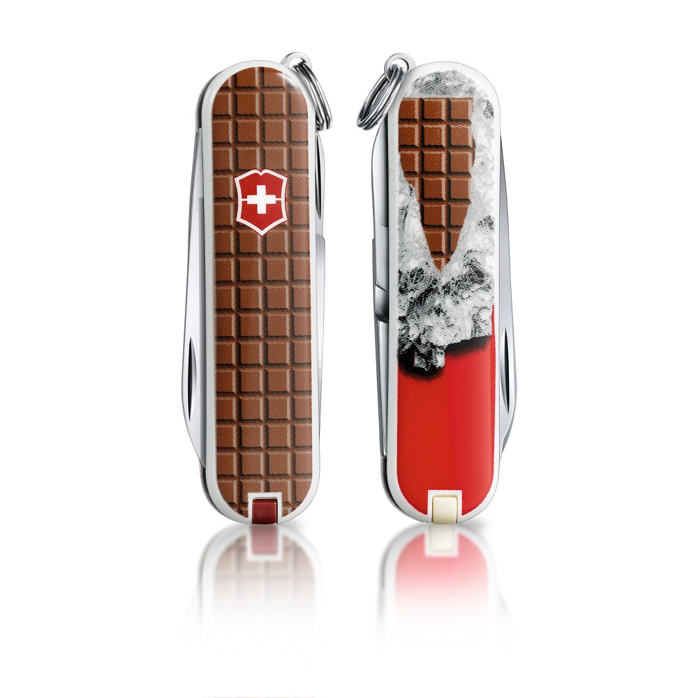 0.6223.842US1 - VICTORINOX Classic SD Chocolate Chocolate 58mm CLAM PACK